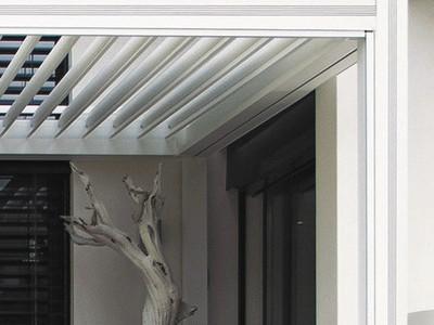 zoom sur la pergola bioclimatique bbc maisonbbc maison. Black Bedroom Furniture Sets. Home Design Ideas
