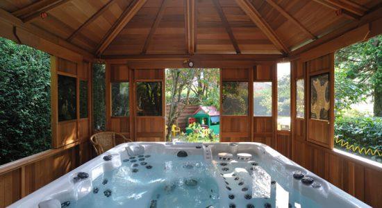 conseils-entretien-spa-entretenir-spas-bois-exterieur-maison-jardin