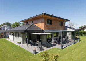 maison design avec partie supérieure en bois