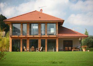 maison à étage en bois
